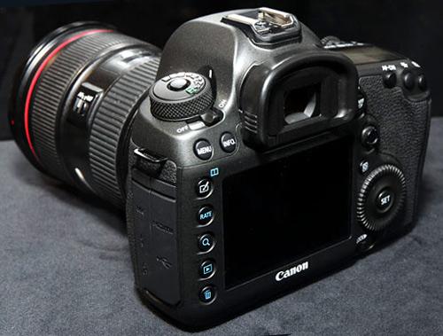 Canon-EOS-Y038_3