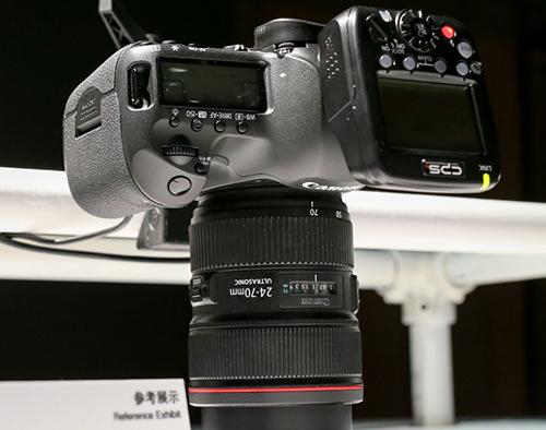 Canon-EOS-Y038_4